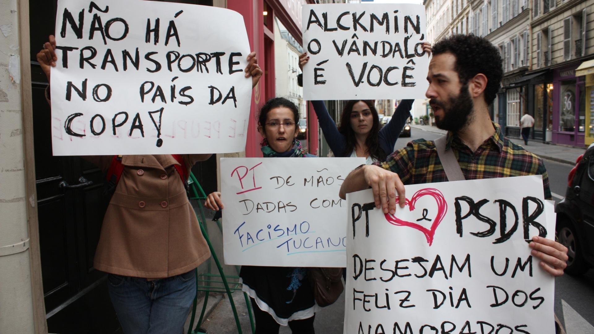 12jun2013---estudantes-brasileiros-protestaram-contra-o-aumento-da-tarifa-do-transporte-publico-de-sao-paulo-sp-em-frente-ao-hotel-onde-o-governador-do-estado-geraldo-alckmin-e-o-prefeito-de-sao-1371082765369_1920x1