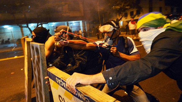 protesto-final-copa-das-confederacoes-maracana-rio-de-janeiro-20130630-02-size-598